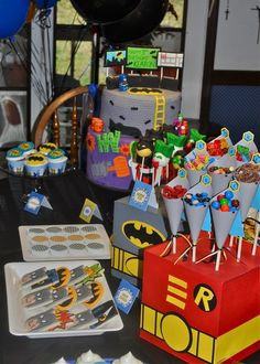 Super Heroes Birthday Party Ideas - Batman Party - Ideas of Batman Party - boxes printed as superheroes to stick things into Avengers Birthday, Batman Birthday, Superhero Birthday Party, Boy Birthday, Birthday Ideas, Birthday Party Tables, 4th Birthday Parties, Batman Et Superman, Batman Party Supplies