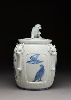 Water jar surmounted by a lion dog, c.1820, Japan