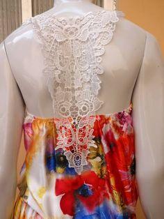Vestido Foral Seda Renda nas costas Disponível somente em Tamanho M (veste 40 e 42) http://www.facebook.com/CarolinaPeclatAtelie