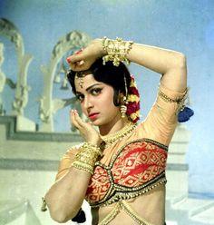 Waheeda Rehman in 1965 Bollywood Cinema, Bollywood Photos, Indian Bollywood, Bollywood Stars, Bollywood Celebrities, Bollywood Masala, Bollywood Party, Indian Celebrities, Beautiful Bollywood Actress