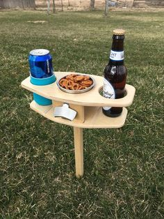 Gifts For Beer Lovers, Beer Gifts, Woodworking Patterns, Woodworking Plans, Woodworking Classes, Table Camping, Beer Table, Plywood Design, Christmas Beer