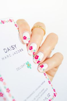 Cute Nails inspired by Marc Jacobs Daisy Delight perfume