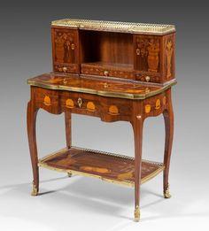 Bureau en bonheur du jour  Estampille de Charles Topino  Epoque Transition, vers 1770-1775  H. 96 cm ; L. 73,5 cm ; P. 40 cm