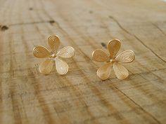 Flower shaped earrings by Peshka gold stud earrings