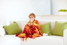 cool influenza treatments all-natural treatments, Indicators & Signs and symptoms as well as exactly how to get rid of naturally and also effectively Sick Toddler, Sick Kids, Fitness Workouts, Flu Epidemic, Clean Couch, Flu Remedies, Signs And Symptoms, Kids Health, Natural Home Remedies