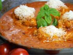 Krämig Italiensk tomatkyckling med parmesan - Victorias provkök Baby Food Recipes, Chicken Recipes, Dinner Recipes, Cooking Recipes, Healthy Recipes, Good Food, Yummy Food, Looks Yummy, Deli