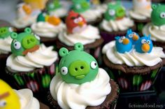 Angry Birds Cupcakes  This woman is officially the cupcake queen, goddess, and rock star all wrapped up in one! WOW!