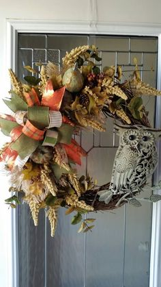 Thanksgiving Fall Owl Wreaths By Kelea's Floral Design School Home decor Front door decor Farmhouse Fall Decor Pumpkins Decorating Ideas Source by Owl Wreaths, Christmas Mesh Wreaths, Diy Fall Wreath, Fall Door Wreaths, Country Wreaths, Floral Design School, Design Floral, Thanksgiving Home Decorations, Thanksgiving Wreaths