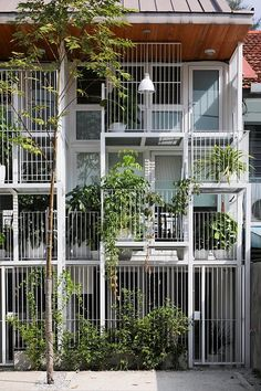 Terrace House in Bangsar, Kuala Lumpur, by Tetawowe Atelier. Terrace House in Bangsar, Kuala Lumpur, by Tetawowe Atelier. Terrace Building, Building Facade, Green Building, Architecture Renovation, Facade Architecture, Residential Architecture, Facade Design, Exterior Design, House Design