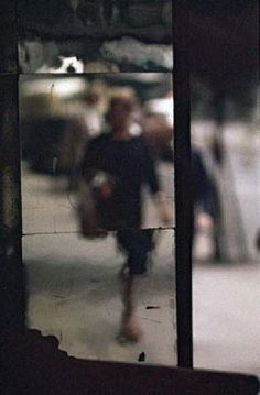 Saul Leiter, Shopping, ca. 1953/  © Saul Leiter / Courtesy Howard Greenberg Gallery, New York.