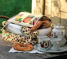 Хлебница из ткани в деревенском стиле.