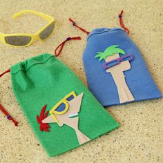 Phineas and Ferb Felt Sunglasses Case - Neat idea for an activity/favor all in one! Could also put candy in these to use as goodie bags for the children to take home; once there they would swap out for their sunglasses. Walt Disney, Disney Family, Disney Cruise, Craft Activities For Kids, Crafts For Kids, Arts And Crafts, Craft Ideas, Cute Crafts, Felt Crafts