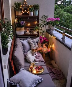 40 inspiring garden furniture ideas with small balcony for small apartments 40 # apartment Small Balcony Decor, Small Balcony Design, Small Balcony Garden, Outdoor Balcony, Outdoor Decor, Balcony Decoration, Small Balconies, Terrace Garden, Outdoor Areas