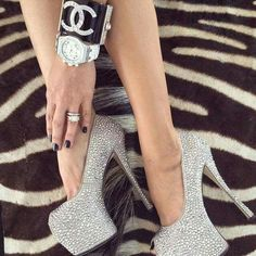 From we heart it Mademoiselle Coco Chanel, Fashion Shoes, Girl Fashion, Sparkly Heels, Stiletto Shoes, Shoe Boots, High Heels, Pumps, Stilettos