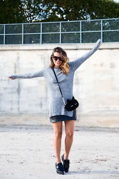 Black_Leather_Skirt-Brogues-Grey_Top-Cat_Bag-Outfit-Street_Style-Paris_Fashion_Week-PFW-4