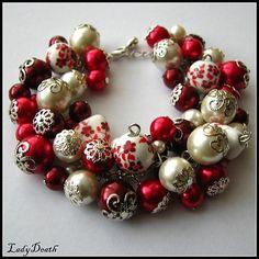 Náramok pre skutočne zmyselnú ženu! Krásny a veľmi honosný náramok pozostáva z červených, bordových a bielych voskovaných perličiek rôznych veľkostí, perličky občas zdobia kaplíky strieborn...
