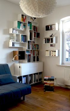 Idée organisation d'étagères pour une bibliothèque. Bonne idée pour ranger les dossiers. rangement modulaire.