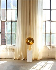 Metropolis lamp is made by hand with a full brass. Picture from the Berlin Atelie. Luxury Table Lamps, Brass Table Lamps, Luxury Duvet Covers, Solid Brass, Luxury Homes, Architecture Design, Curtains, Contemporary