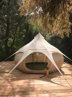 Our new Air Beam Bud, the first ever inflatable glamping tent! 10 x 10 foot in diameter Weighs just 40 lbs Big enough to fit a queen size bed No centre pole so