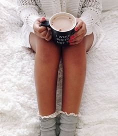 Coffee and and lazy days in bed - the perfect combination! Selfies, Poses Photo, Estilo Blogger, Fashion Blogger Style, Foto Art, Jolie Photo, Getting Cozy, Photo Instagram, Fashion Blogger Instagram