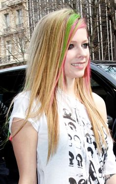 Avril Lavignes new colorful hairstyle