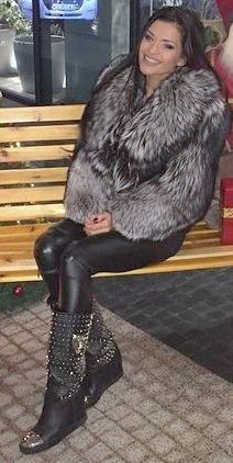 Fur Fashion, Leather Fashion, Womens Fashion, Fox Fur Coat, Fur Coats, Sexy Outfits, Cute Outfits, 1980s Fashion Trends, Fabulous Fox