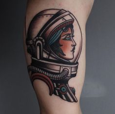 Astronaut tattoo ideas for the dreamers and explorers. Take a look at our selection of spaceman tattoos and their meanings. Future Tattoos, New Tattoos, Body Art Tattoos, Girl Tattoos, Sleeve Tattoos, Tattoos For Women, Tatoos, Astronaut Tattoo, Old School Tattoo Motive