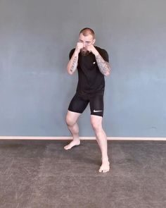 Boxing Training Workout, Kickboxing Workout, Calisthenics Workout, Gym Workout Videos, Gym Workout For Beginners, Workouts, Self Defense Moves, Self Defense Martial Arts, Martial Arts Workout