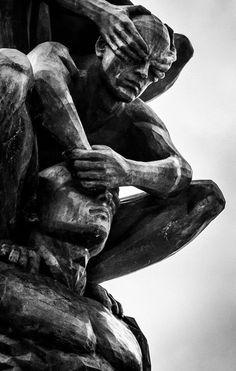 Artist - Do-Ho Suh detail Blinded Men Statues Ascending High into the Sky Sky Tattoos, Do Ho Suh, Renaissance Kunst, Cemetery Art, Greek Art, Dark Photography, Aesthetic Art, Dark Art, Art Reference