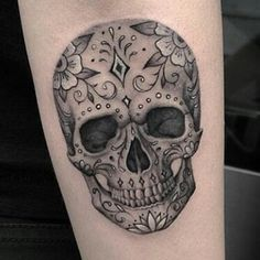 Inspiration pour gaby et moi Rose Tattoos, Body Art Tattoos, Hand Tattoos, Sleeve Tattoos, Tattoos For Women Flowers, Foot Tattoos For Women, Tattoos For Guys, Mexican Skull Tattoos, Sugar Skull Tattoos