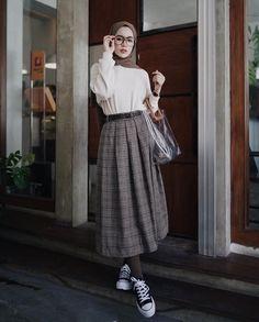 asru hijab fashion, casual hijab outfit ve hi Street Hijab Fashion, Muslim Fashion, Modest Fashion, Korean Fashion, Modest Clothing, Hijab Casual, Hijab Chic, Ootd Hijab, Hijab Fashion Casual