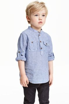 Grandad shirt: Grandad shirt in a cotton and linen blend with a small stand-up collar, button placket, chest pockets with a button, and long sleeves with a tab and button.