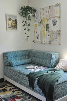 Daybed Couch, Futon Bedroom, Diy Daybed, Diy Couch, Futon Mattress, Bedroom Decor, Foam Mattress, Twin Bed Couch, Outdoor Daybed