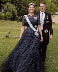 """@europeroyal på Instagram: """"New official portraits were released by the court on the occasion of Crown Princess Victoria and Prince Daniel's 10th wedding anniversary…"""" Princess Victoria Of Sweden, Princess Estelle, Crown Princess Victoria, Royal Fashion, Fashion Looks, 10th Wedding Anniversary, Swedish Royalty, Prince Daniel, Danish Royal Family"""