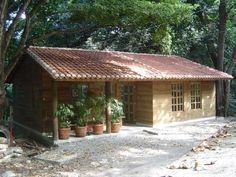 Klasik çalışma odası casas y cabañas de madera -grupo constructor rio dorado (mrd-tadpyc) klasik Village House Design, Village Houses, Hut House, Wooden House, Stone Houses, Simple House, House Plans, Bungalow, Backyard