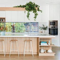 Kitchen Living, New Kitchen, Kitchen Decor, Crisp Kitchen, Timber Kitchen, Kitchen Benches, Hamptons Kitchen, Kitchen Colour Schemes, Up House