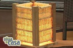 Con un poco de inspiración podemos fabricar con nuestras propias manos fantásticas y originales lámparas de mesa..Aquí vemos dos opciones..