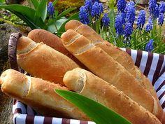 Suroviny na omládek dobře promícháme a necháme 60 minut kynout.Přidáme zbytek surovin, vymísíme těsto a necháme ho nakynout.Vykynuté... Hot Dog Buns, Hot Dogs, Food And Drink, Bread, Cooking, Kochen, Breads, Brewing, Sandwich Loaf
