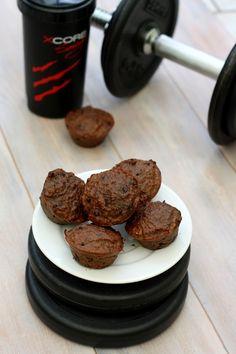 """Une recette un peu spéciale de muffins au chocolat adaptée pour les sportifs. Ces muffins sont """"bourrés"""" de protéine, parfait pour le petit-déj ou la collation avant ou après entraînement. Comme source de protéine, on retrouve de la whey (protéine en..."""