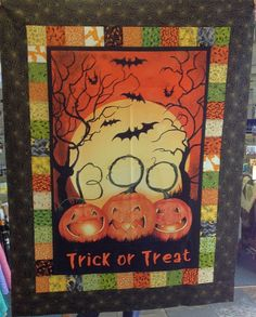 Trick or Treat! This clever panel quilt is just one of the 21 suggestions in this article on using panels or large scale prints in a quilt. #scrapdash Scrappy Quilt Patterns, Scrappy Quilts, Easy Quilts, Quilt Blocks, Halloween Quilt Patterns, Halloween Quilts, Bright Quilts, Small Quilts, Retro Rocket