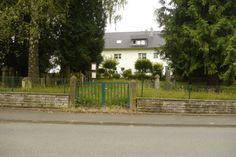 Der jüdische Friedhof in Helmarshausen. Ansicht von der Straße.