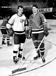 The Howe brothers face each other on the ice. On left is Gordie Howe of the Detroit Red Wings and on right is Vic Howe of the New York Rangers circa 1954 in New York, New York. (Photo by Charles Hoff/NY Daily News Archive via Getty Images) Rangers Hockey, Hockey Teams, Ice Hockey, Hockey Stuff, Hockey Highlights, Detroit Sports, Detroit Tigers, Steve Yzerman, Hockey Pictures