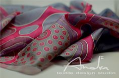 Dipinti a mano seta lungo scialle rosso - seta sciarpa rosso floreale farfalla design - accessori OOAK pronto per la spedizione di seta