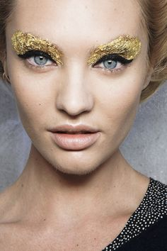 #eyebrow #gold #look #Color #glitter #Eyeshadow #Ideas #Inspiration #Eyes #Makeup #Bbloggers #nails #lips