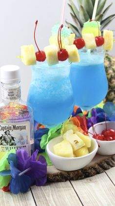 Blue hawaiian frozen cocktail recipe in 2019 fun food- drink Blue Hawaiian Cocktail, Hawaiian Cocktails, Frozen Cocktails, Frozen Mixed Drinks, Frozen Summer Drinks, Party Drinks, Cocktail Drinks, Cocktail Recipes, Holiday Cocktails