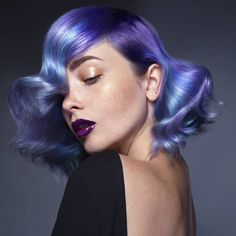 Geode hair color styles are all the rage this season. Catch up with the hottest new trend and get one of these miraculous looks. Color Of The Year, Ultra Violet, New Trends, Makeup Tips, Blonde Hair, Hair Color, Hairstyle, Pure Products, Portrait
