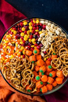 5 Minute Halloween Snack Mix - Oh Sweet Basil It's almost here and I have no idea what to do about Halloween costumes, but I do know that this 5 Minute Halloween Snack Mix is totally happening! I can't get enough of it made for Halloween Snacks, Sac Halloween, Hallowen Food, Fall Snacks, Fall Treats, Holiday Treats, Halloween Costumes, Christmas Treats, Holiday Parties