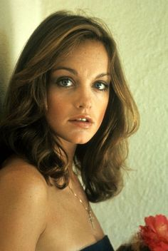 Pamela Sue Martin - so good on Dynasty. Classic Tv, Classic Beauty, Pamela Sue Martin, Kim Basinger, Celebs, Celebrities, American Actress, Actors & Actresses, Hair Makeup