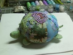 Little Turtle Pin Cushion/Toy - tutorial and free pattern; thanks!