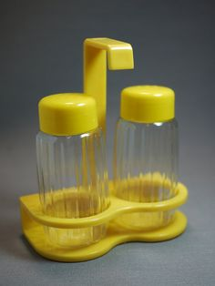 Plastic Salt and Pepper Shakers Set with Hook